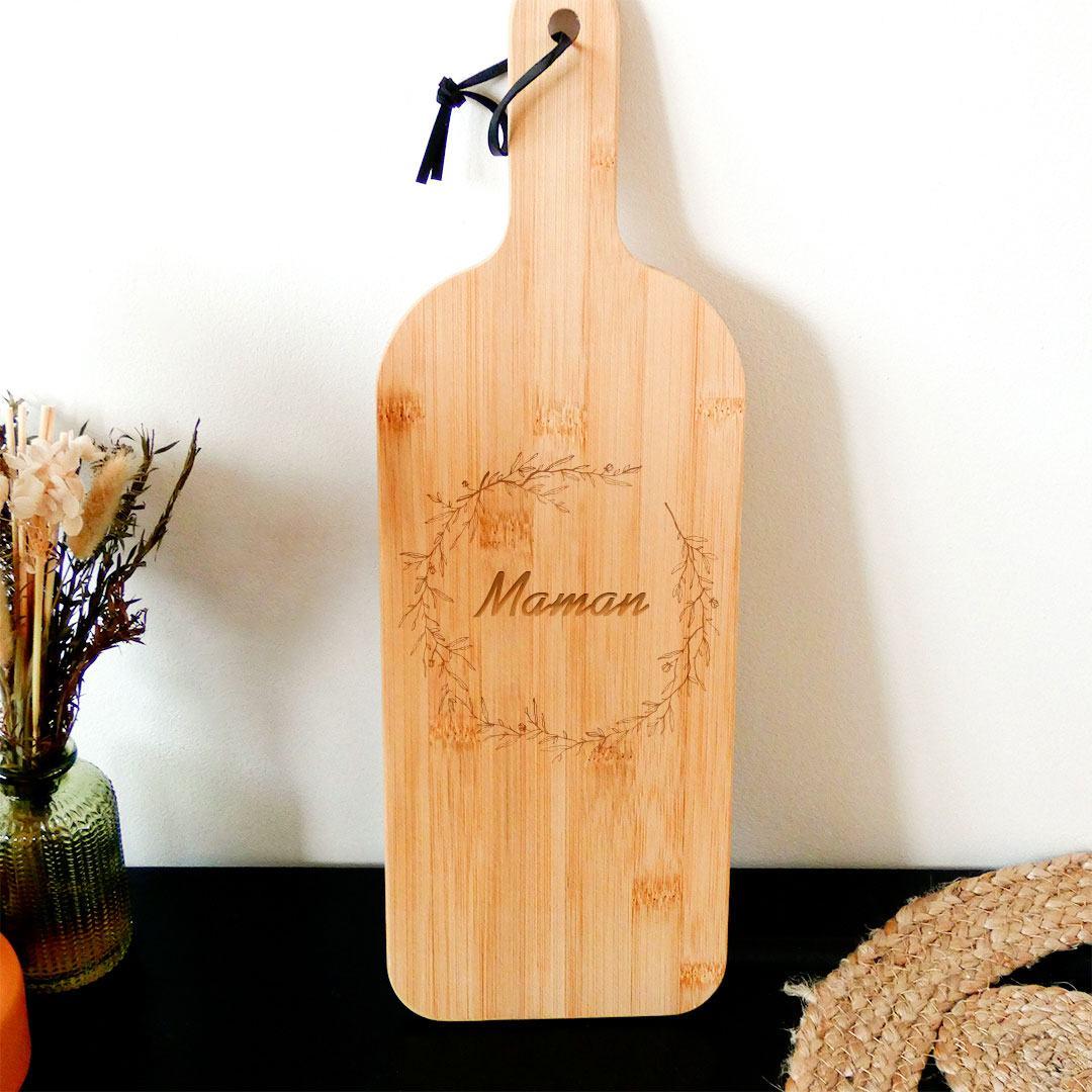 La planche à découper en bois gravée